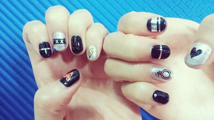 silver nail designs22