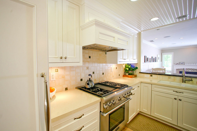 White French Kitchen Design, stove, white Kitchen.