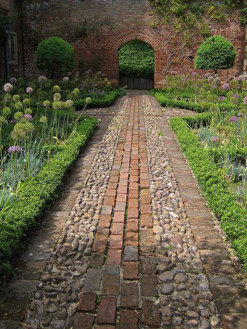 Grey Brick Wall Garden Design