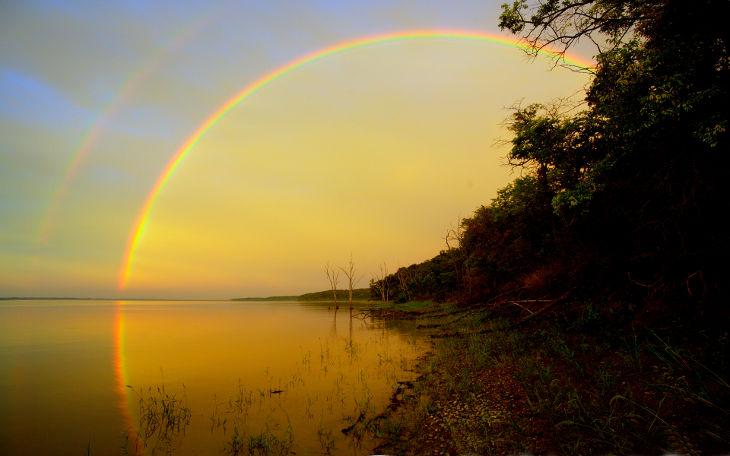 Rainbow Reflection Background