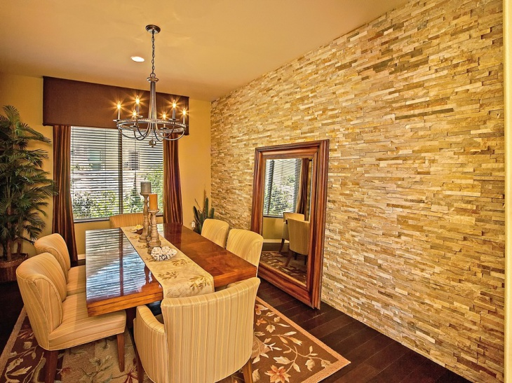 Spacious Dining Room Wall Design