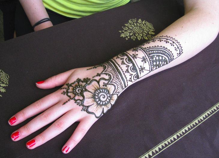 traditional henna design idea