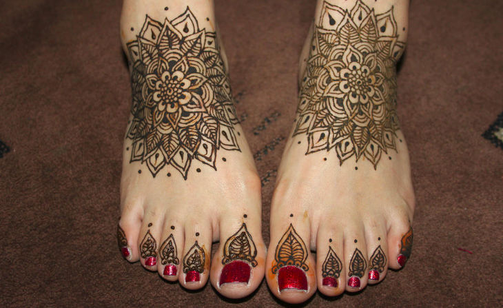 Flower Shape Henna for Both Foots