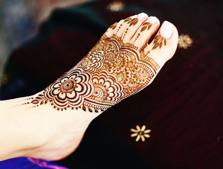 amazing henna design for foot