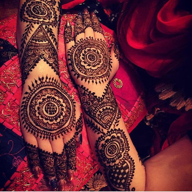 beautiful henna design for bride