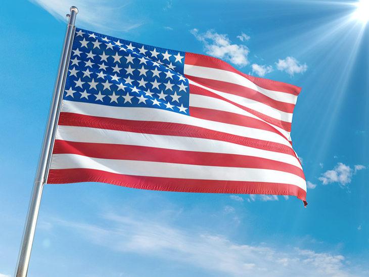 28  free and premium psd flag mockups
