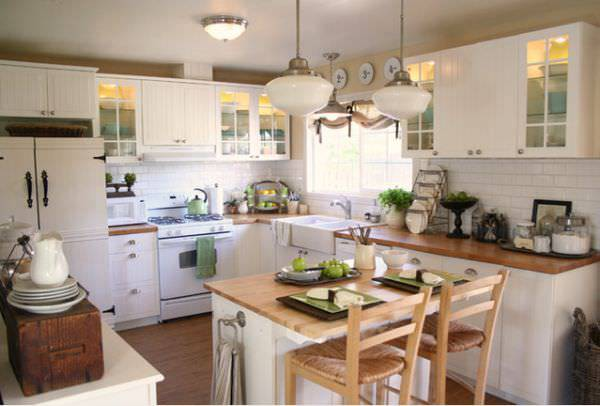 Island Cottage Kitchen Design
