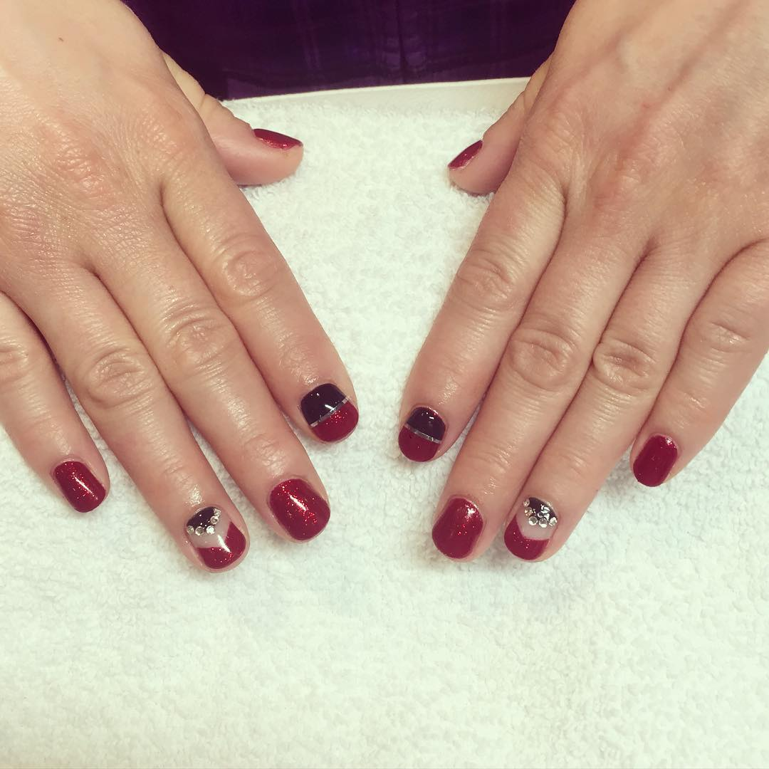 black and red nail design for short nails