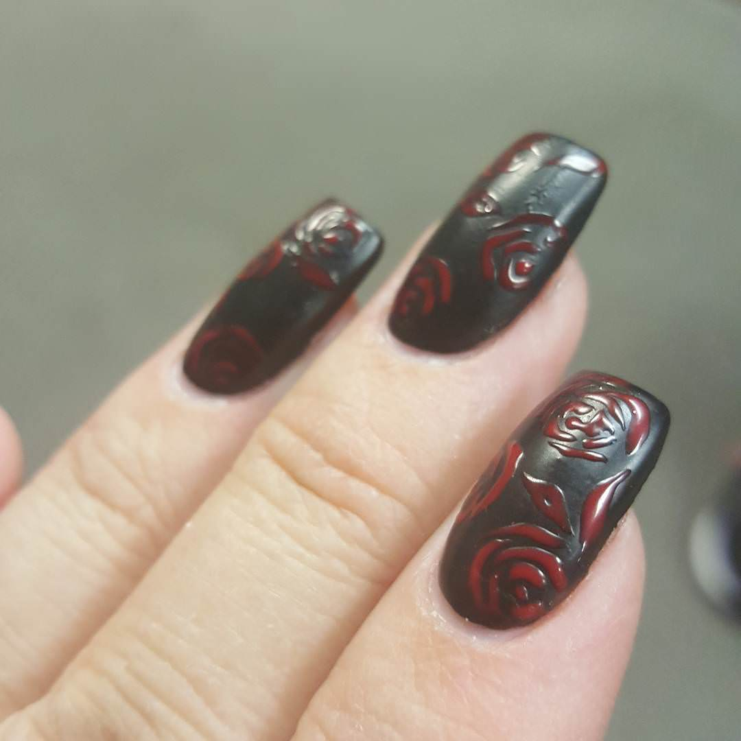 classy simple design for black and red nails