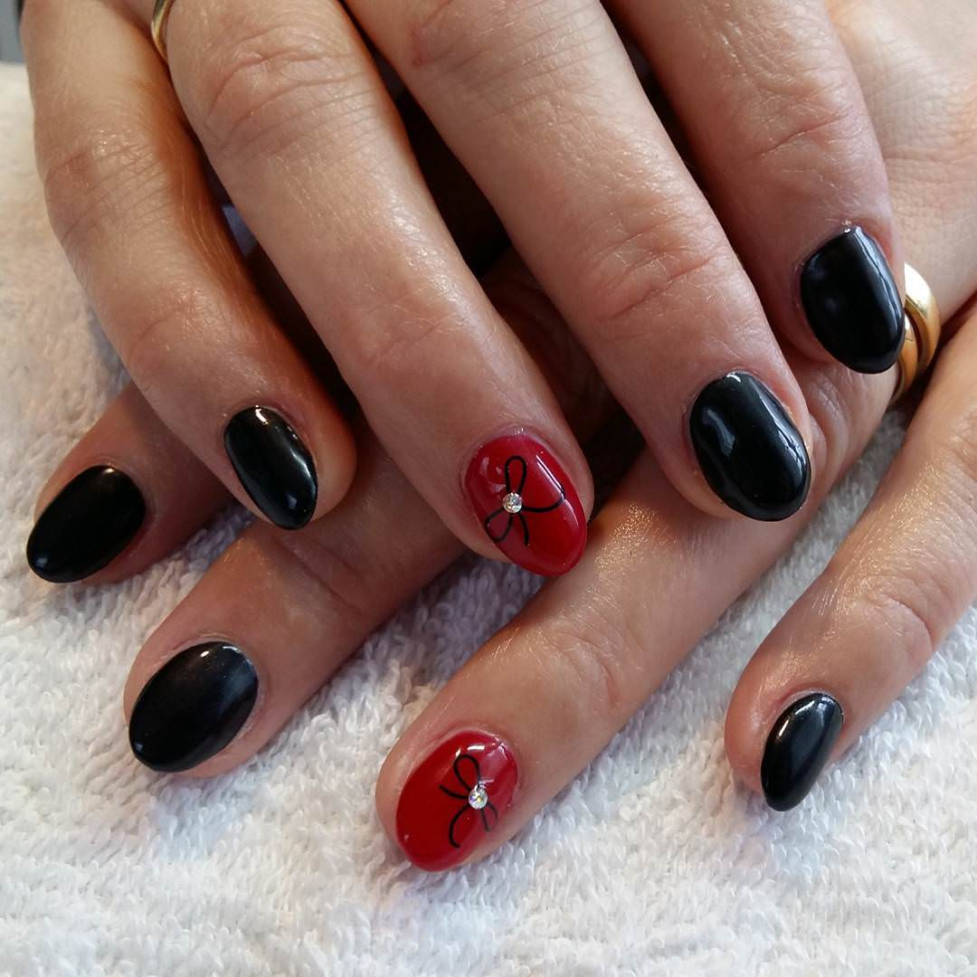 simple black and red nail design