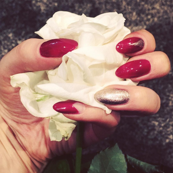 matte red and gold nail manicure idea