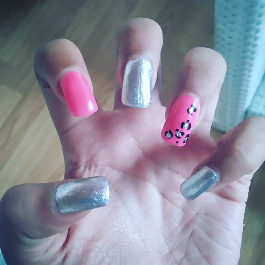 nice pink and silver nail design