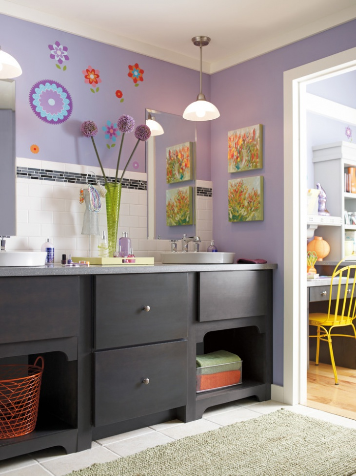 Eclectic Lavendar Color Bathroom