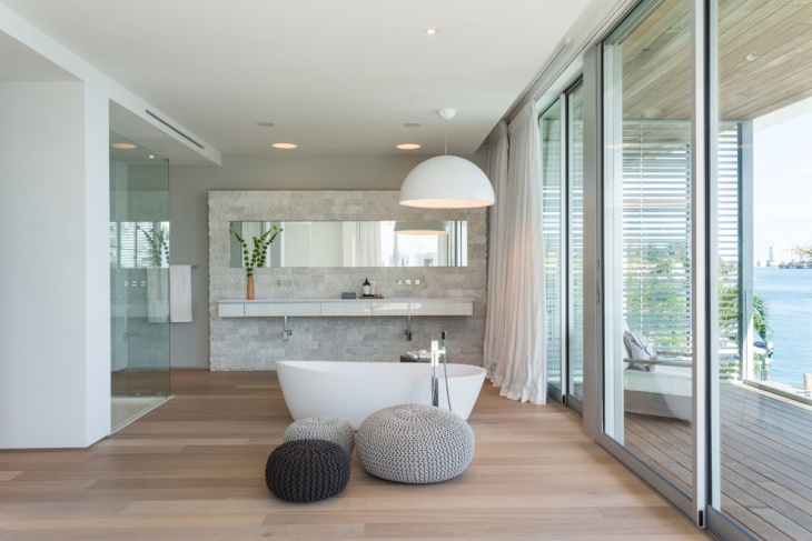 Large Spa Bathroom With Modern Bath Tub