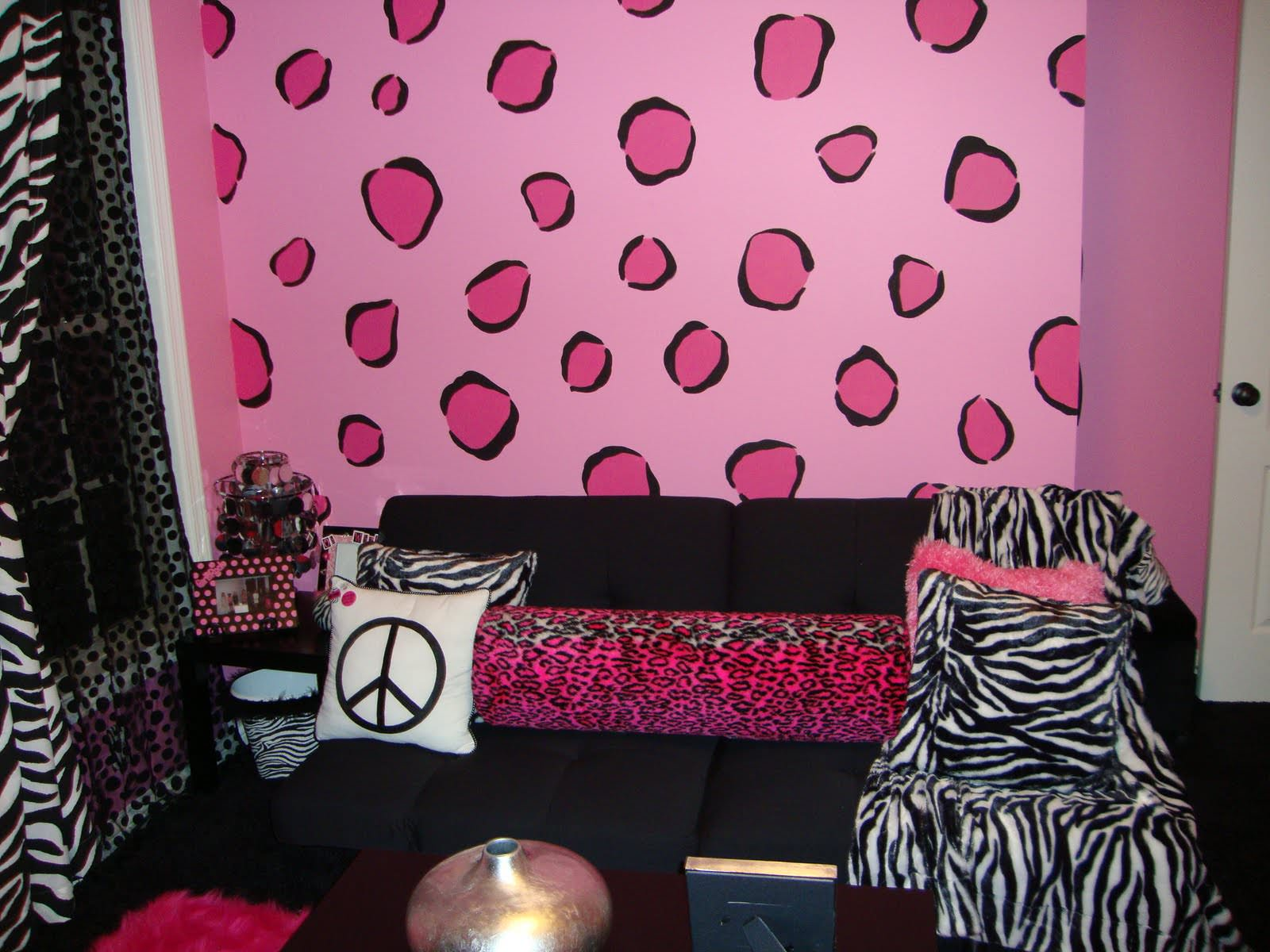 Cushions And Zebra Wall Design For Teenage Bedroom
