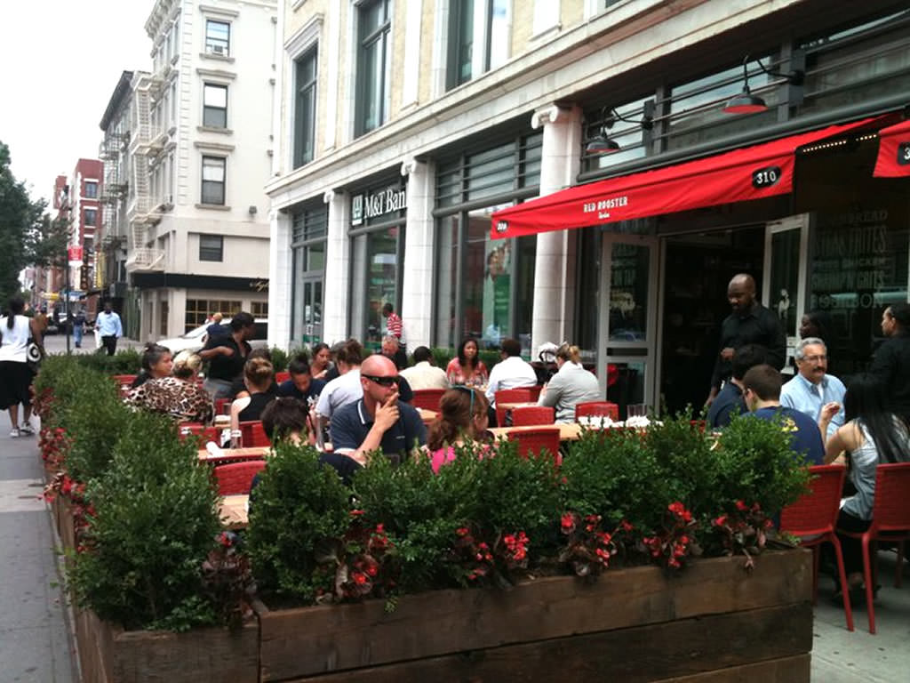 16 outdoor restaurant designs decorating ideas design for Restaurants with outdoor seating