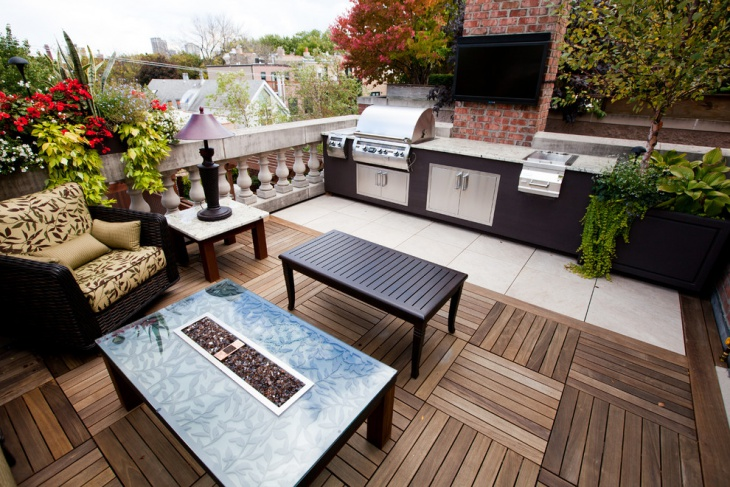 Small Urban Roof Top With Deck