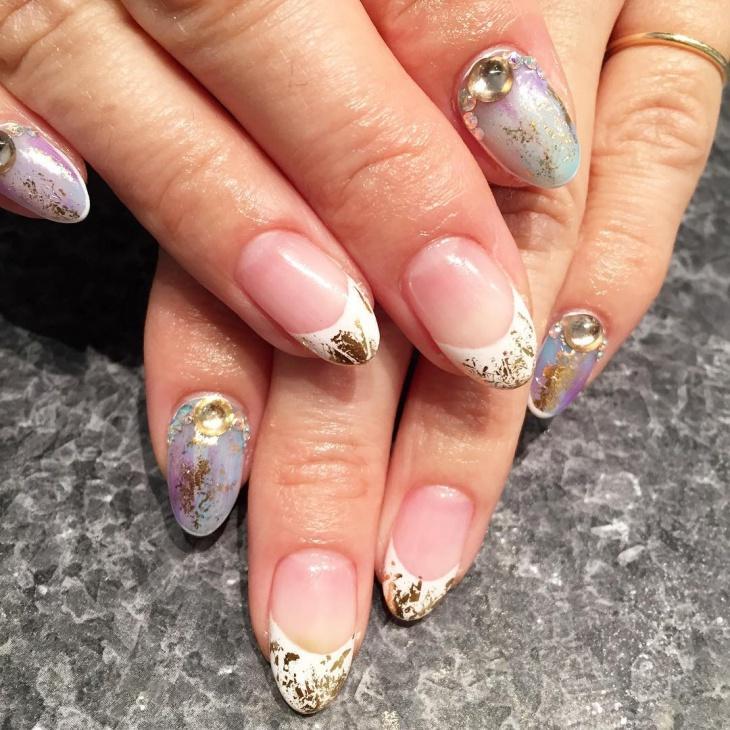 gold splatter nail art idea