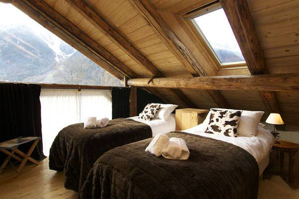 Rustic Skylight Bedroom Design