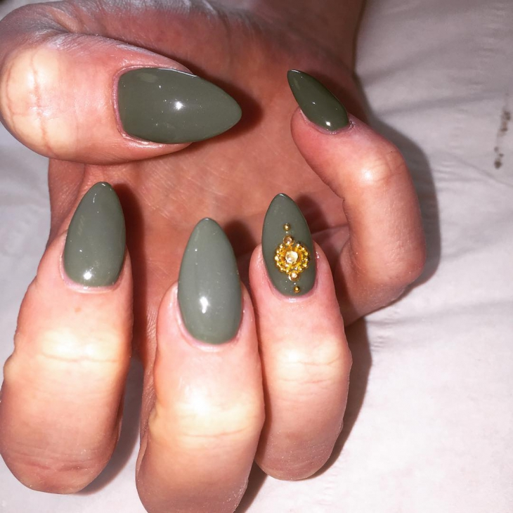 Gorgeous Gray Pointy Nails