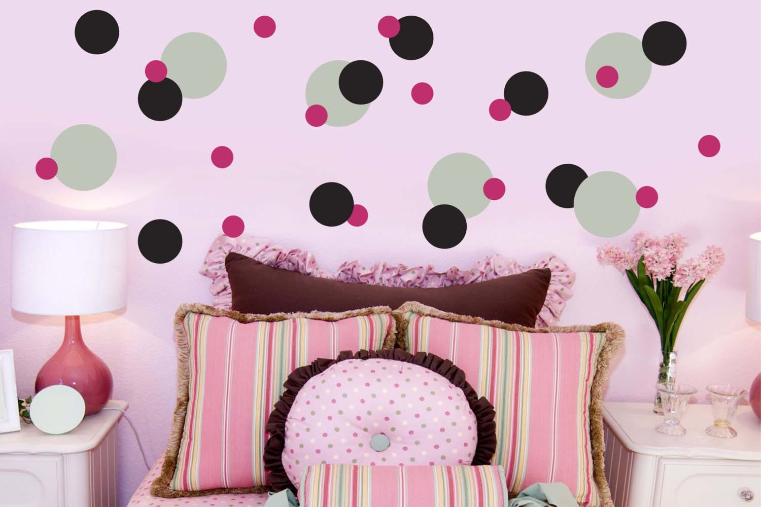 15 polka dot interior wall designs decor ideas design for Polka dot bedroom designs