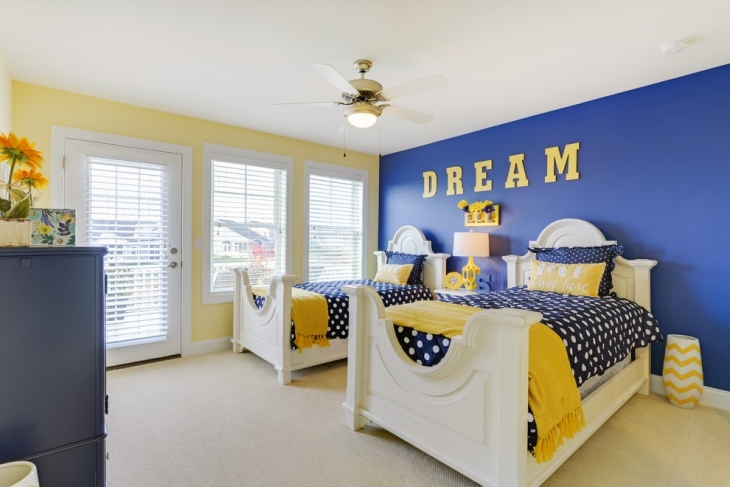 Beachstyle Blue and Yellow Bedroom