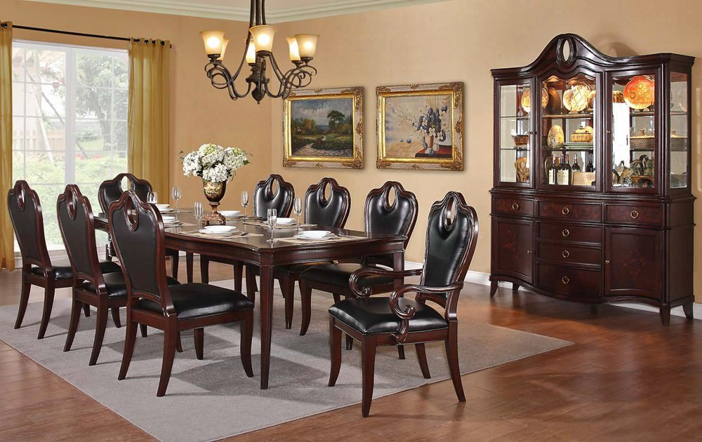 Traditional Ville Dining Room Design