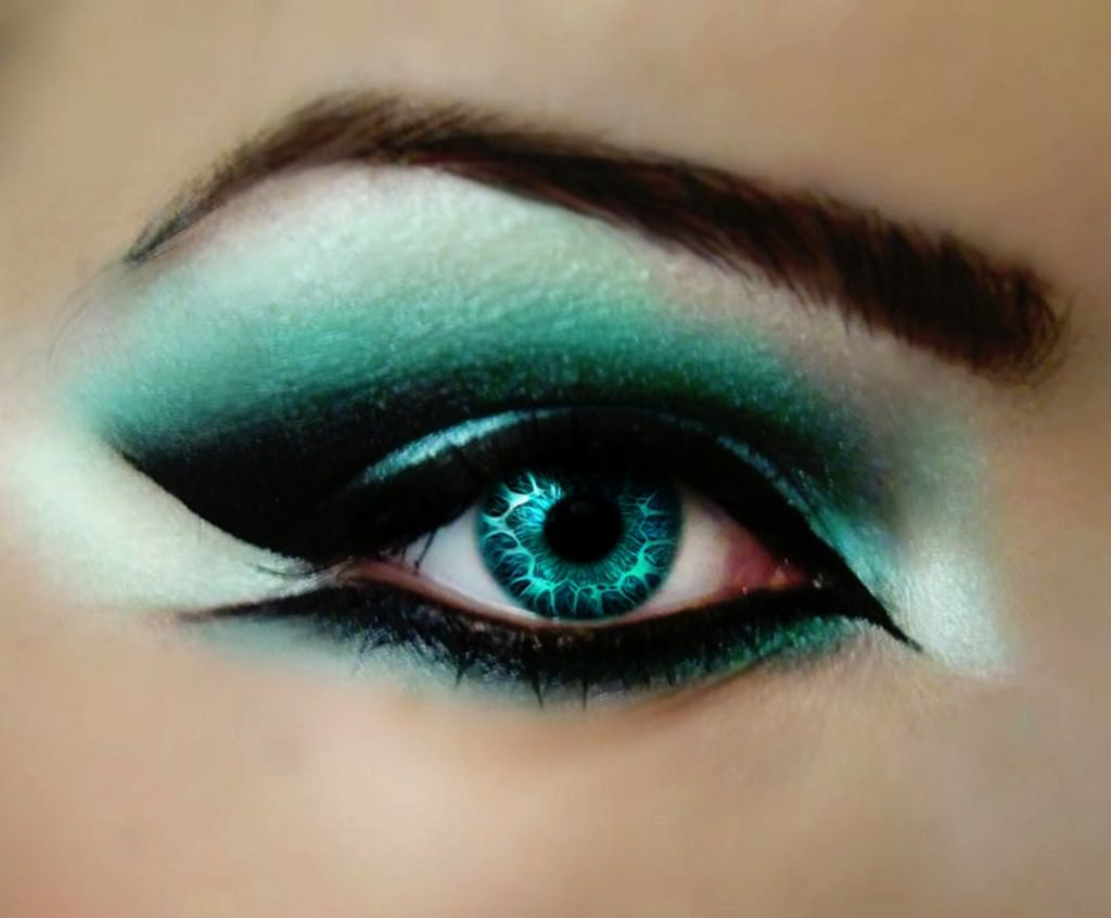 Cool Dark Color Eye Make Up Design