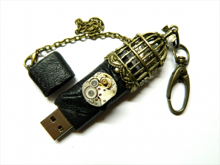 Fashionable USB Necklace