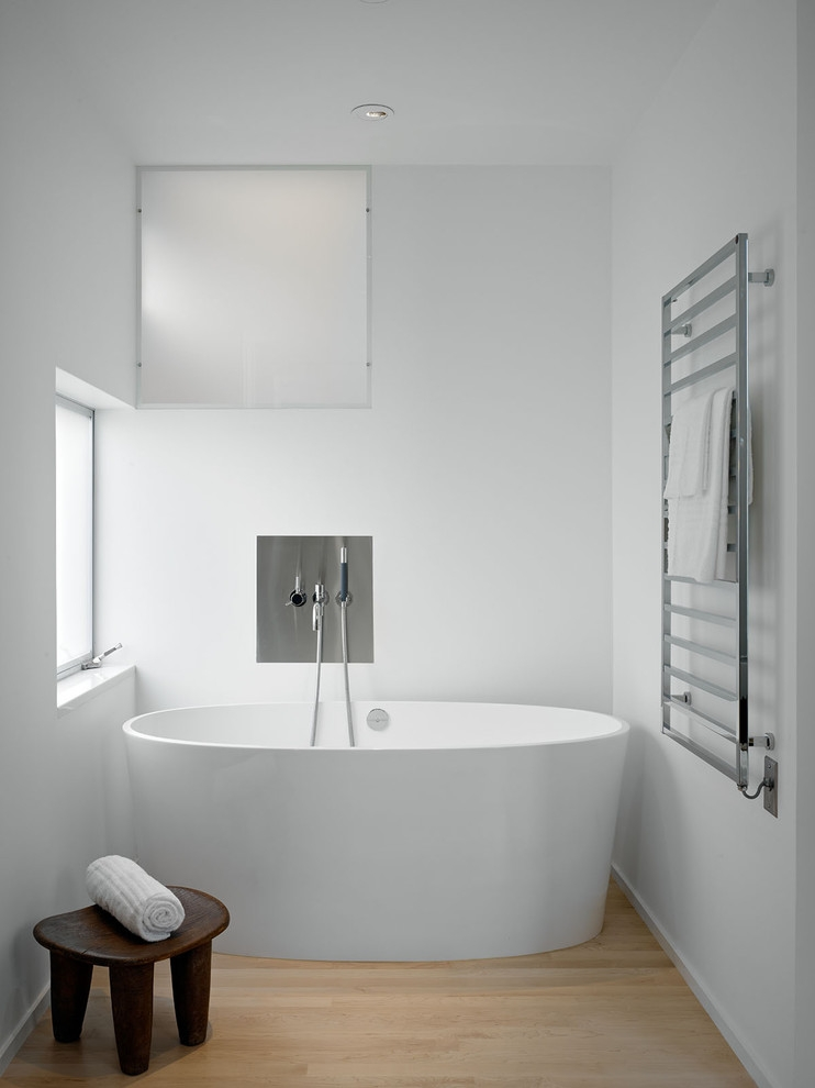 20 minimalist bathroom designs decorating ideas design for Bathroom ideas for towels