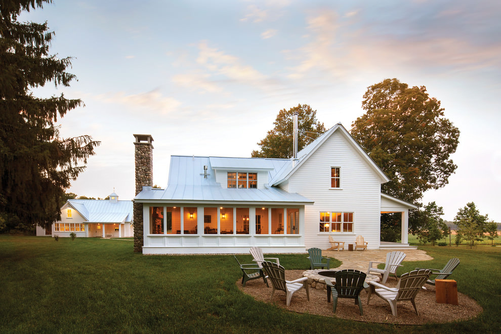 26 farmhouse exterior designs ideas design trends for The modest farmhouse
