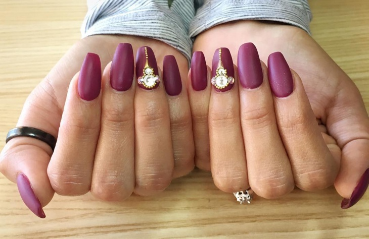 Beautiful Bling Nails Idea