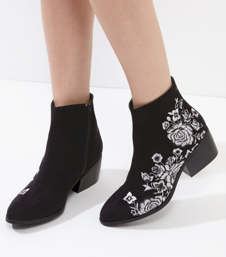 Black Embroidered Mid Heel Shoes Design