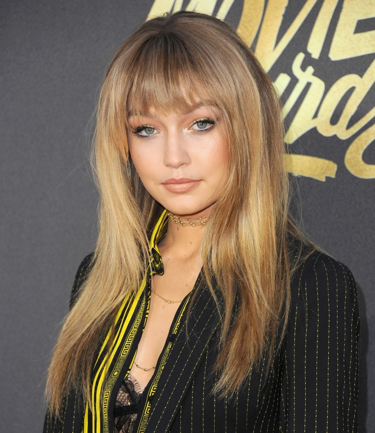gigi hadid two toned hairstyle with bangs