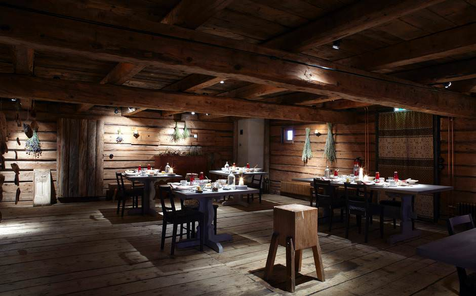Old Wood Restaurant Dining Room Design