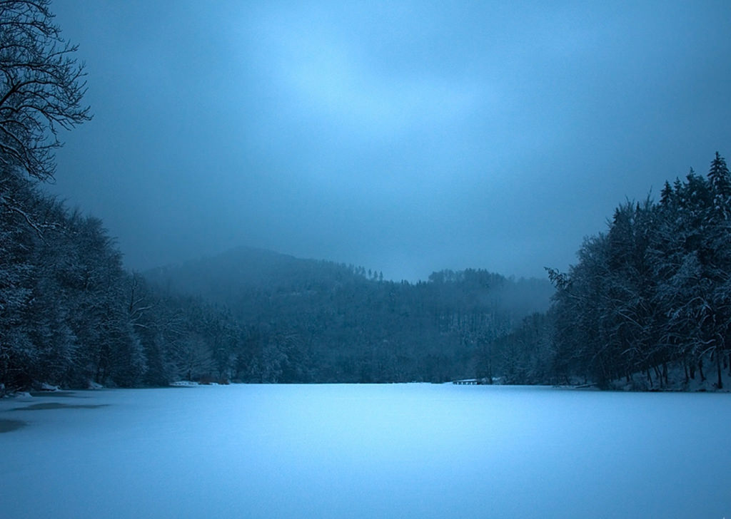 frozen lake background11