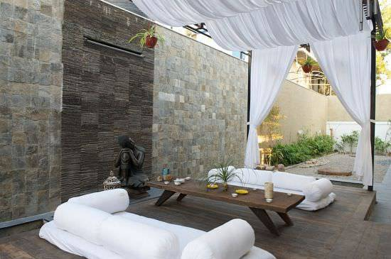 14Modern-Moroccan-patios-with-breezy-tropical-feel
