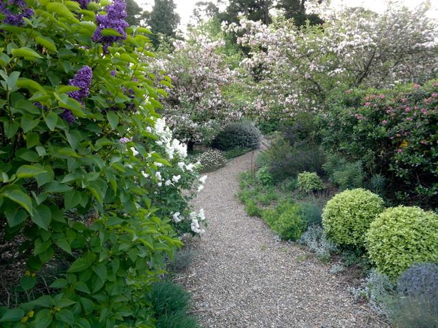 11Lathouris-Garden-eclectic-landscape