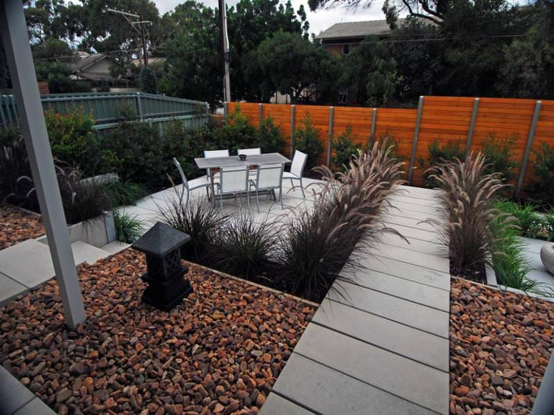 21Low maintenance garden design using pavers