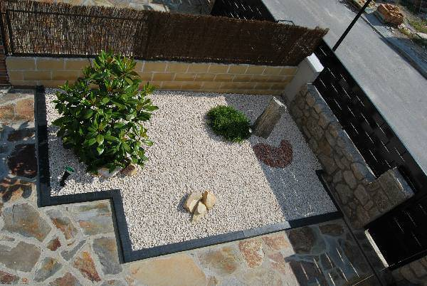 27Contemporary-rock-garden