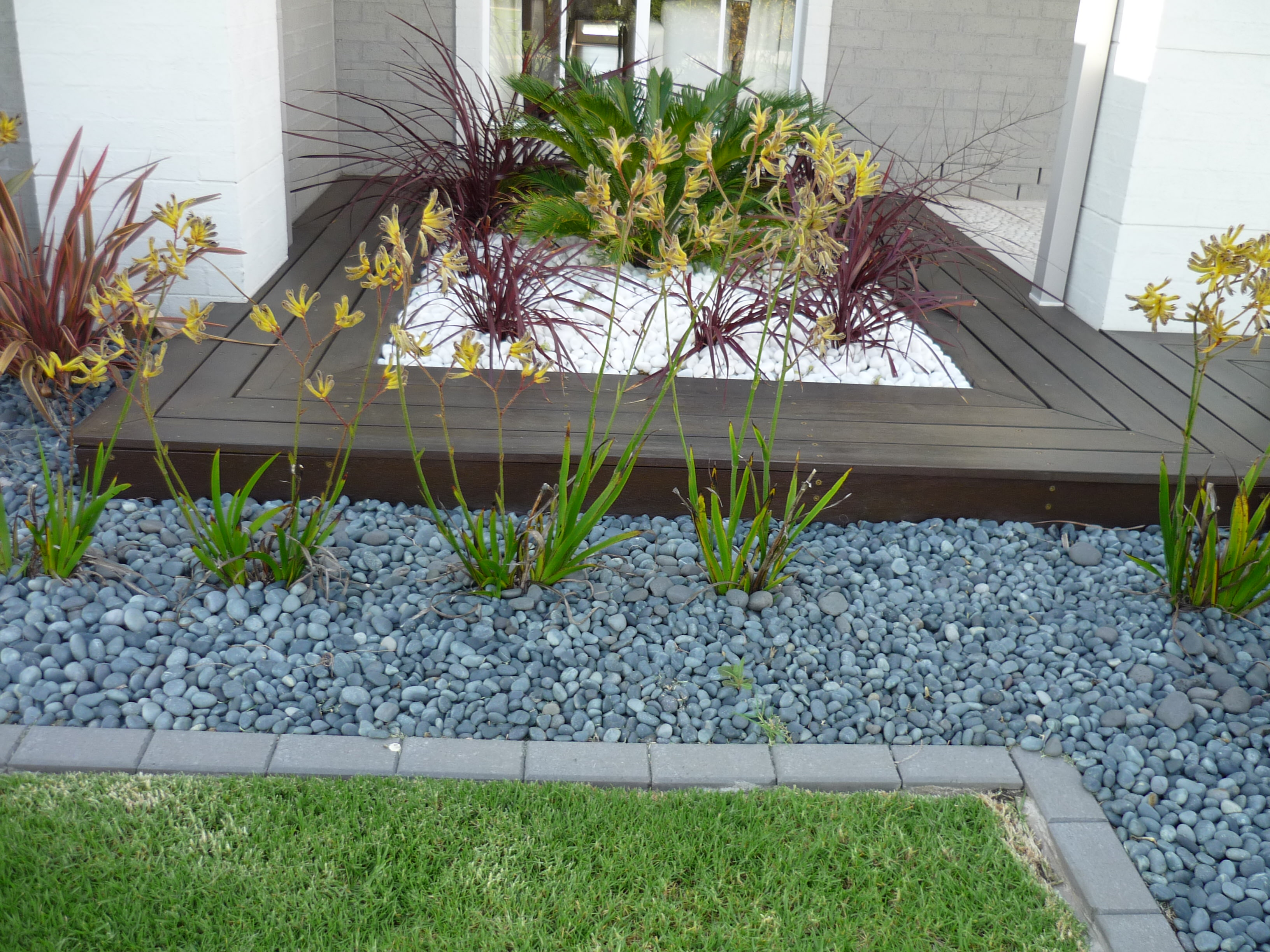 30+ Pebble Garden Designs, Decorating Ideas | Design ... on Backyard Pebbles Design id=98265