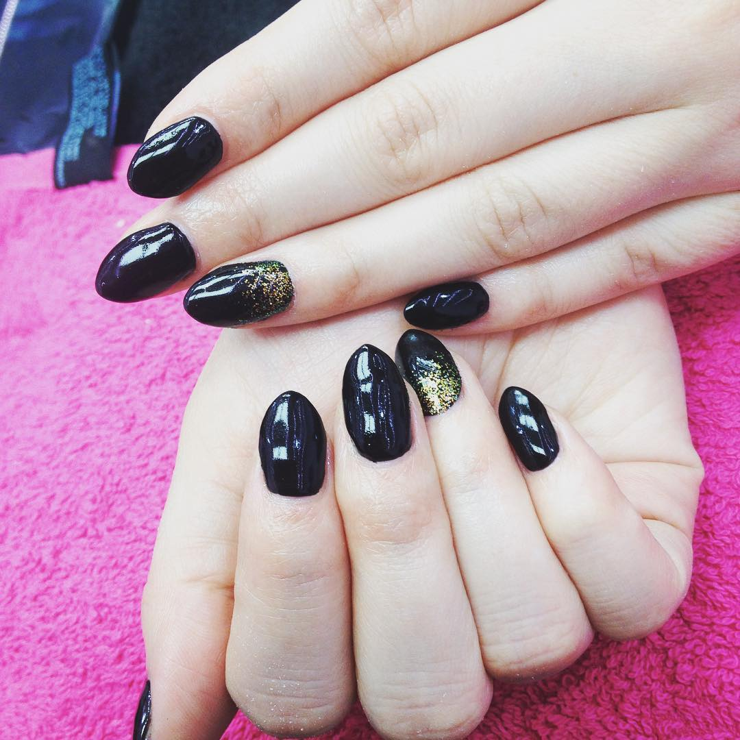 fashionable black nail design
