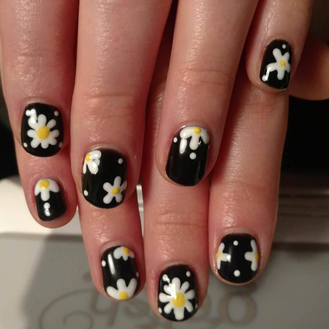 flower design black nail art