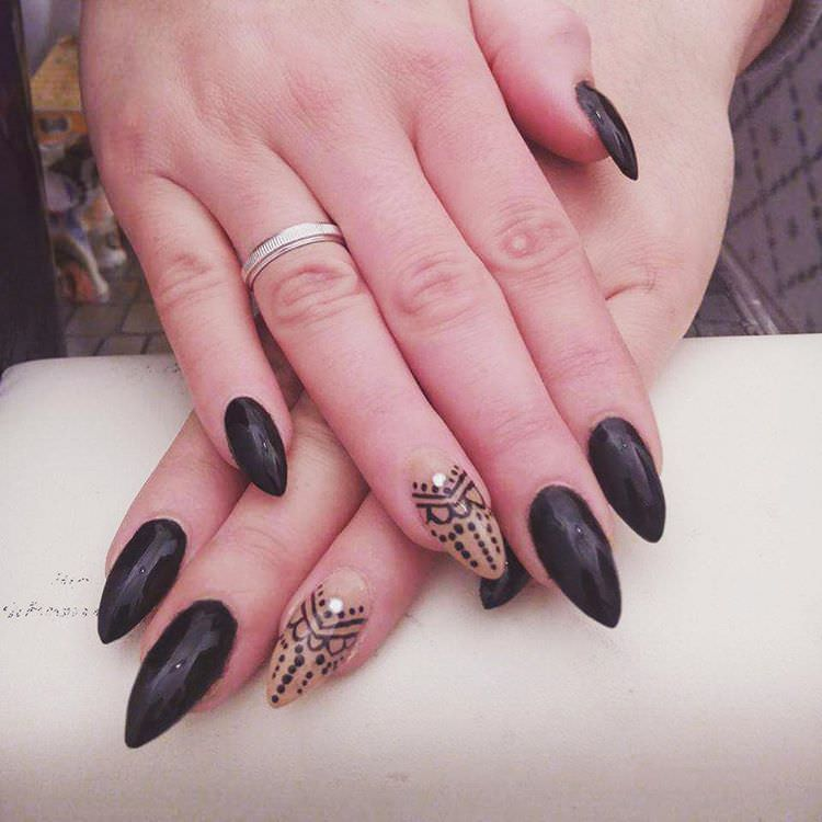 simple and easy black stiletto nail design