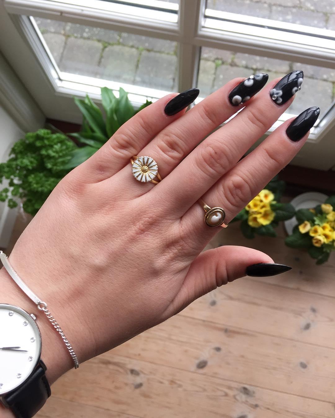 tiny flowers nail design