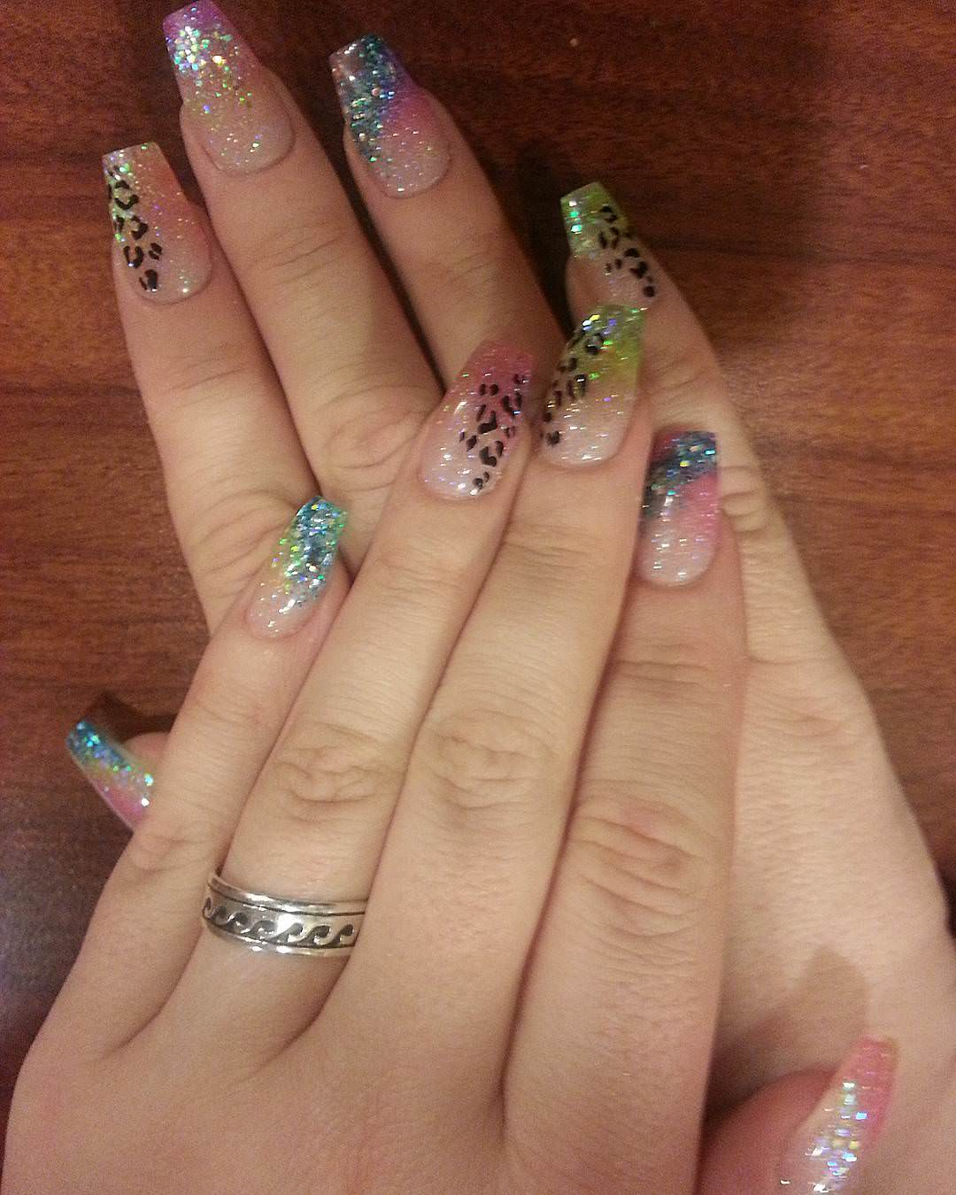 Lovely Glitter Nail Design
