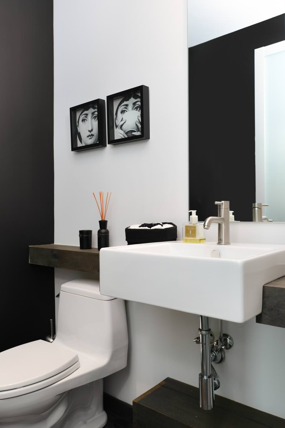 Balck Accent Bathoom Wall Mural Designs