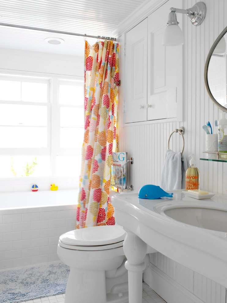 Beach style bathroom with colorful curtain design