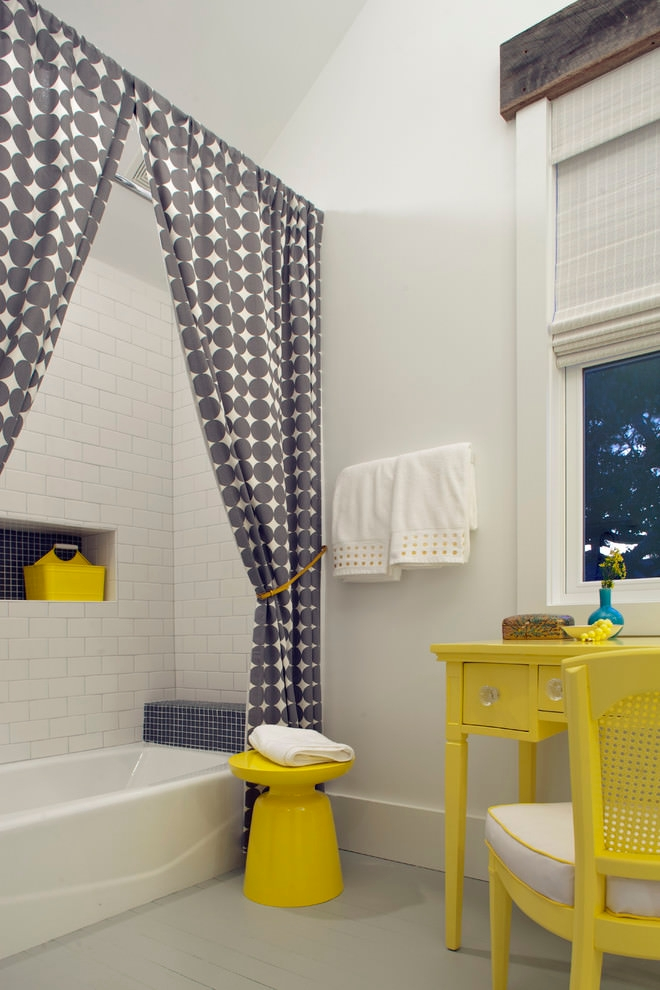 Beach style bathroom with pattern curtain design