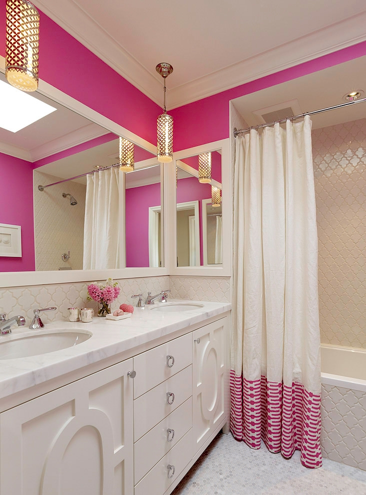 Contemporary bathroom with elegant white curtain design